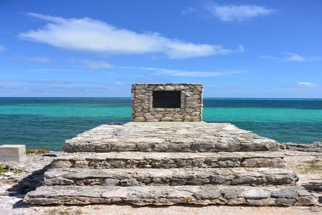 Cayman-Wreck-Ten-sails-monument