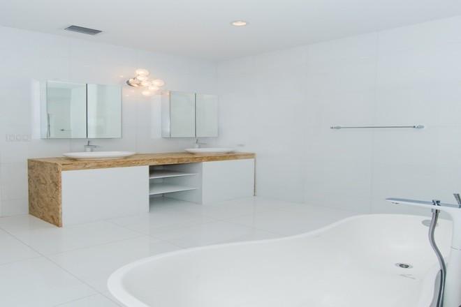 Milestone Properties Cayman Sugar Reef Master bathroom